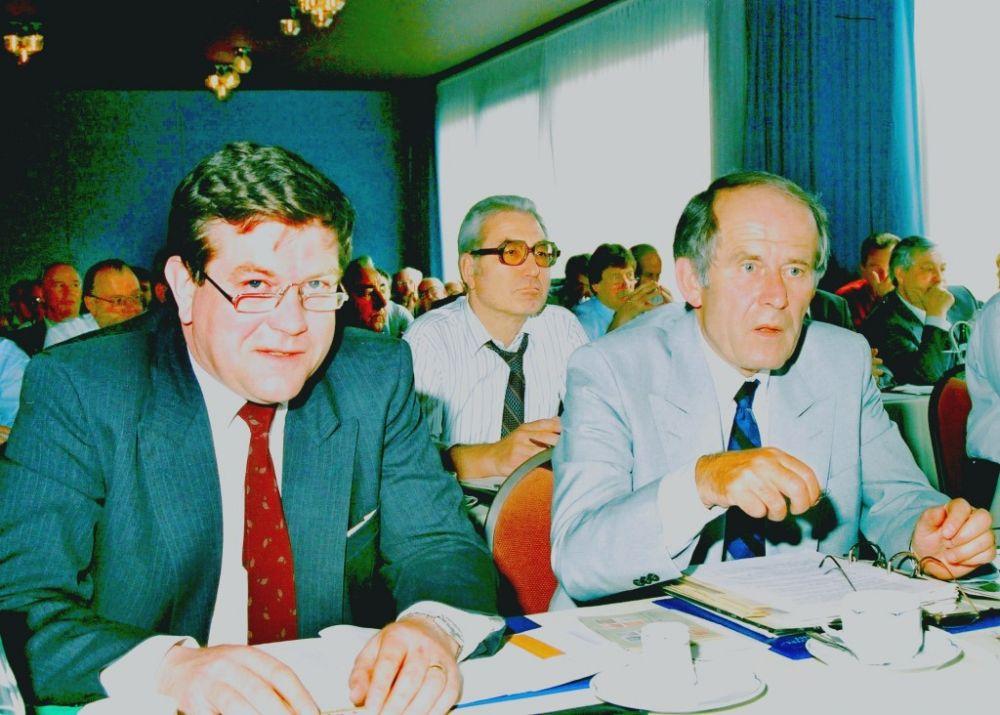 1. Reihe: Volker Parthen (BDB), Juergen Ehrlich (APHV), 2. Reihe: Wolf Ising, 1988.jpg
