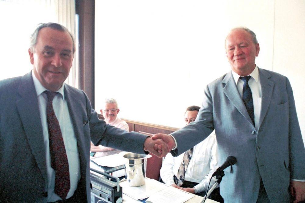 Dr. Heinz Jaeger (BDPh), Dr. Arno Debo, Mai 1990.jpg