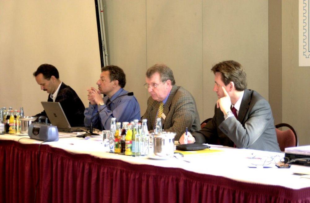 Dr. Michael Jasch, Dr. Helmut Oechsner, Dr. Hans-Karl Penning, Hans-Dieter Schlegel, Vorstand 2001.jpg