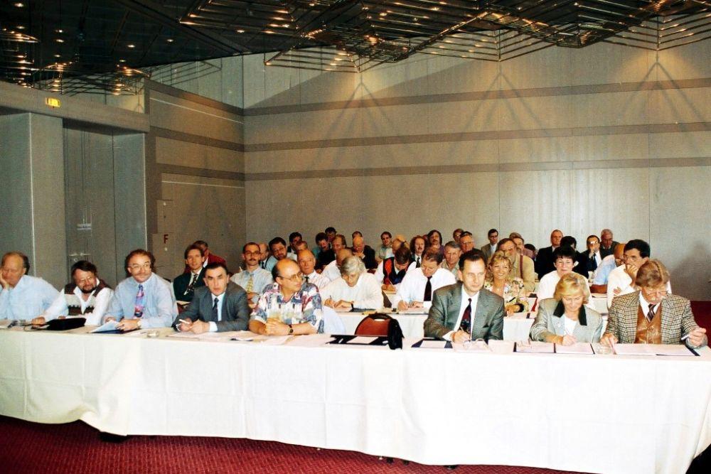 Mitgliederversammlung 1994.jpg