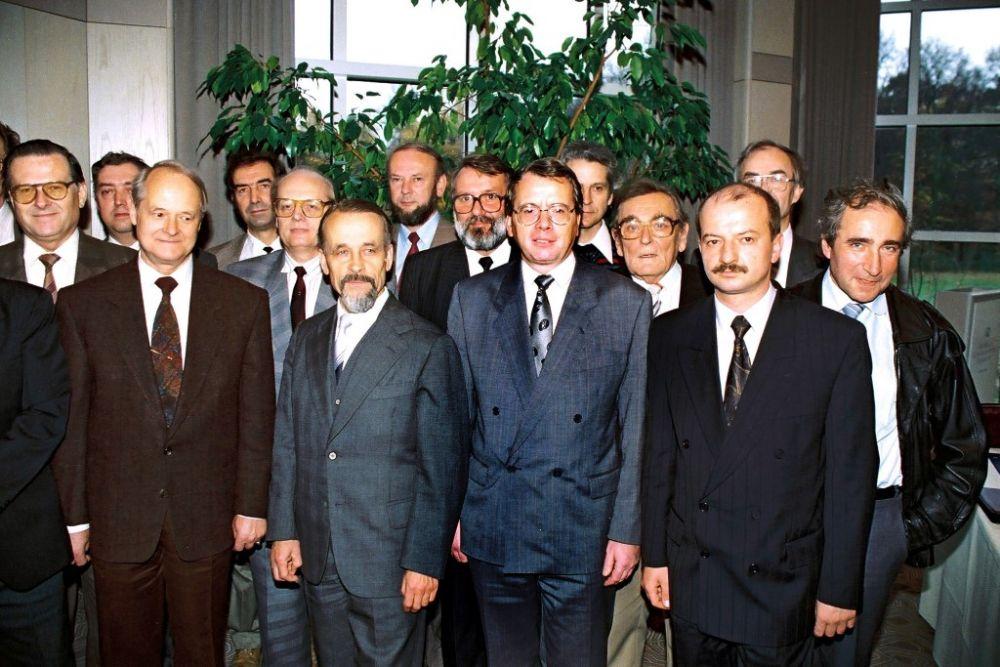 Neue Kollegen (vormals DDR-Pruefverband), November 1990.jpg