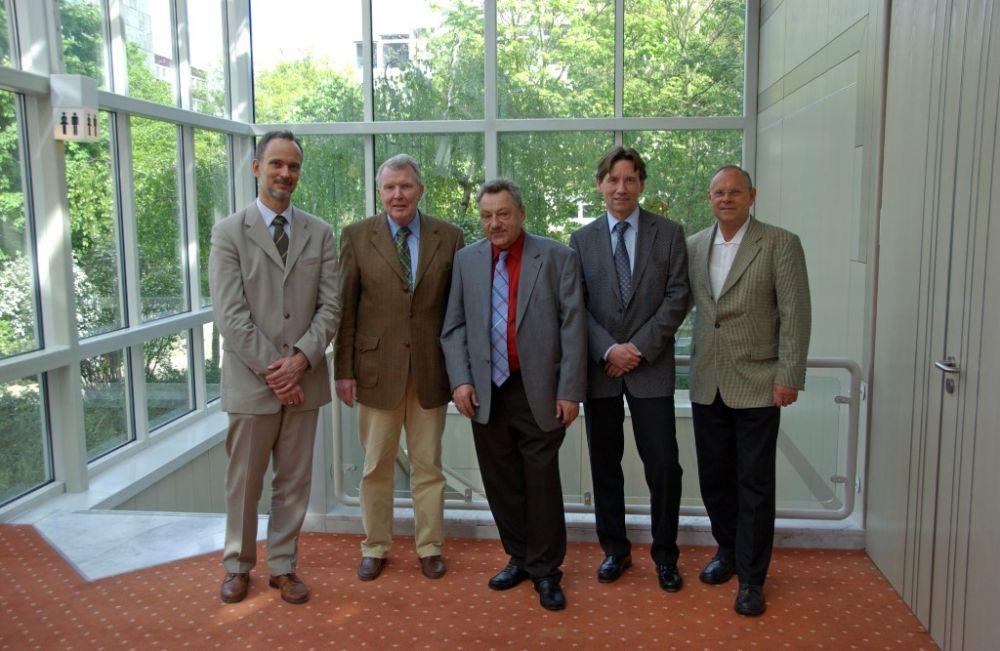 von links: Dr. Michael Jasch, Dr. Hans-Karl Penning, Dr. Helmut Oechsner, Hans-Dieter Schlegel, Wilhelm van Loo, alter Vorstand 2007.JPG