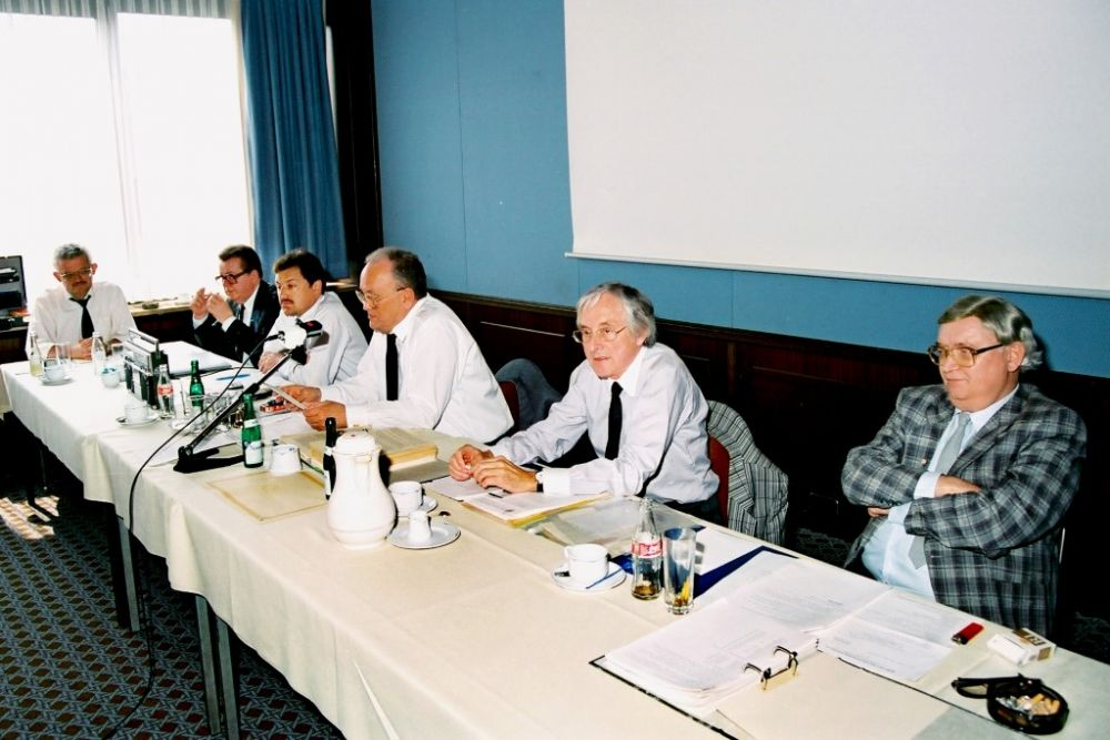 von links: Johann Ulrich Schmitt, Hubertus Eibenstein, Dr. Helmut Oechsner, Dr. Arno Debo, Hans-Georg Schlegel, Klaus Hoffmann, Vorstand 1988.jpg