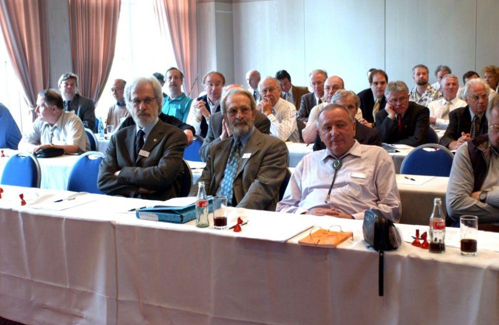vorne von links: Dr. Wolfgang Hellrigl (AIEP), Paolo Vollmeier (AIEP), Guenter Bechtold.jpg