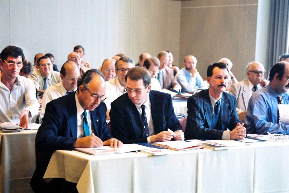 vorne von links: Michael Adler (BDPh), Hans-Joachim Schwanke (BDB), Carl-Heinz Schulz (APHV), Detlef Hilmer (APHV), November 1990.jpg